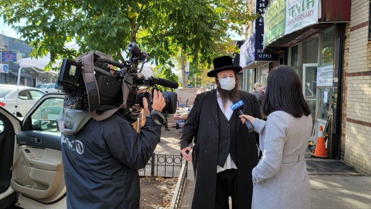 Rebecca Solomon of PIX11 News interviewing ED Alexander Rapaport at Masbia of Flatbush during covid-19