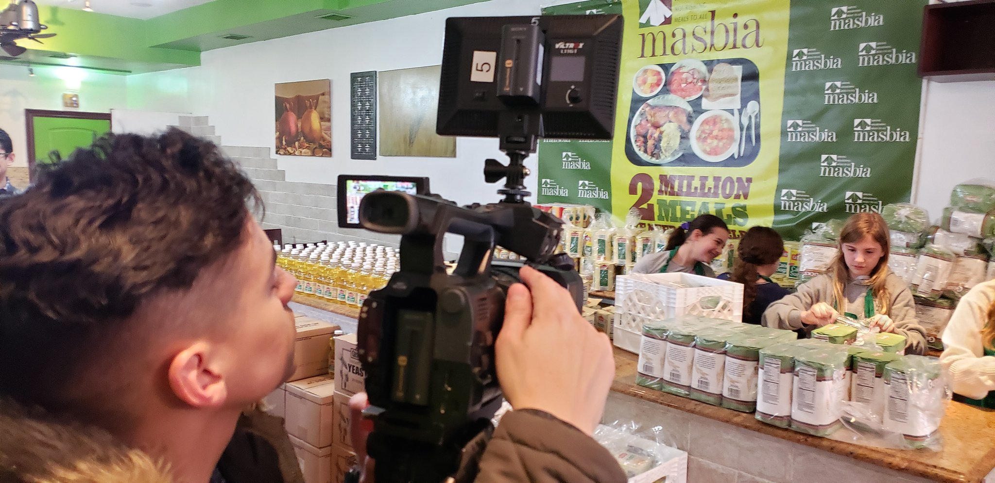 Arnold Davick reporter of News 12 Brooklyn presents Masbia story of Leora to distribute 1000 challahkits to the needy