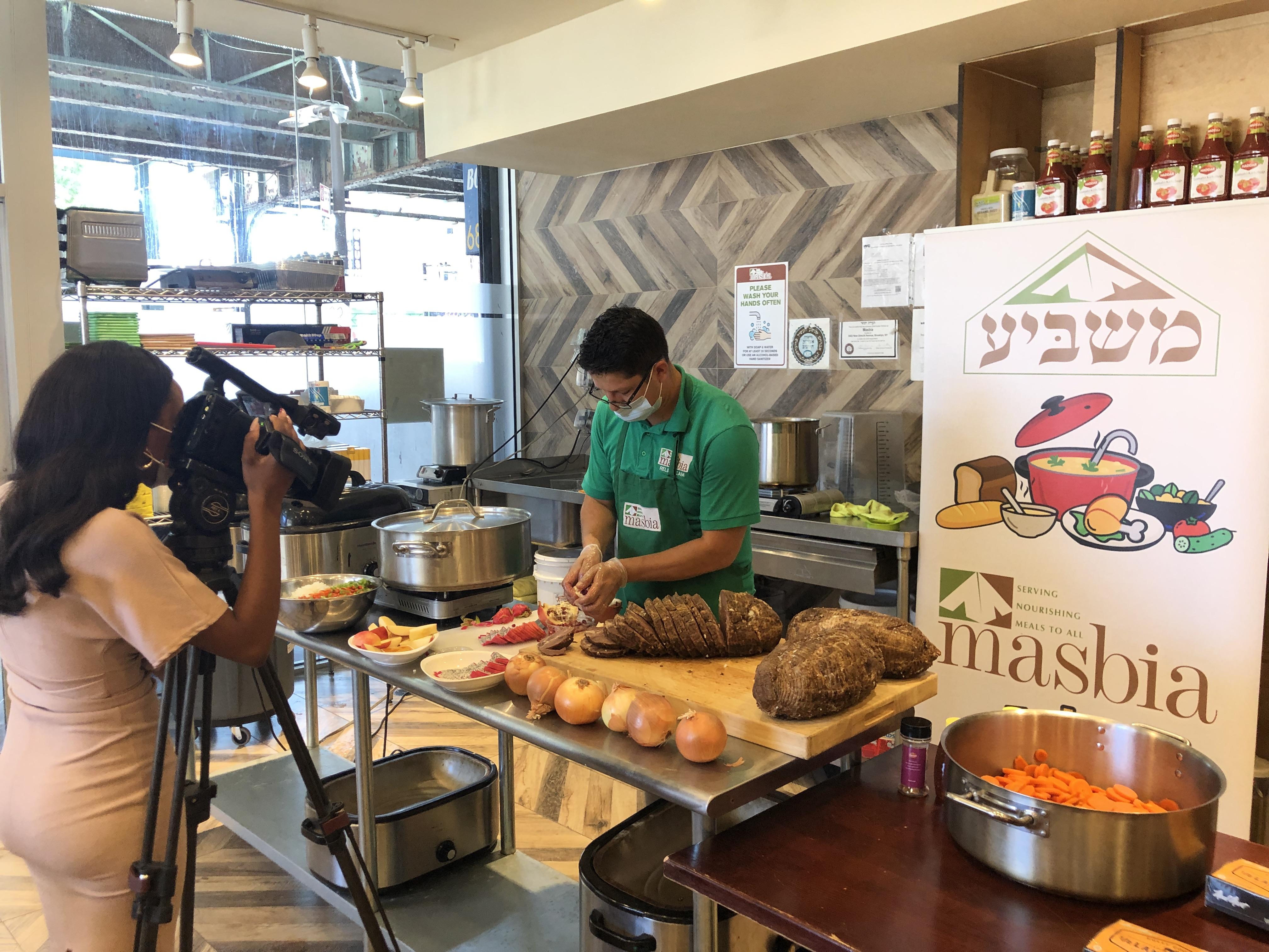 rosh hashana masbia boro park zhane caldwell news12 brooklyn recording on Ru Diaz Chef during dinner preparation
