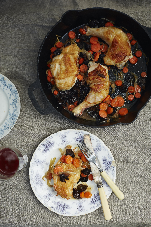Crispy_Chicken_with_Tsimmes_by_Liz_Alpern_credit_Lauren_Volo_THE_GEFILTE_MANIFESTO_(1).jpg