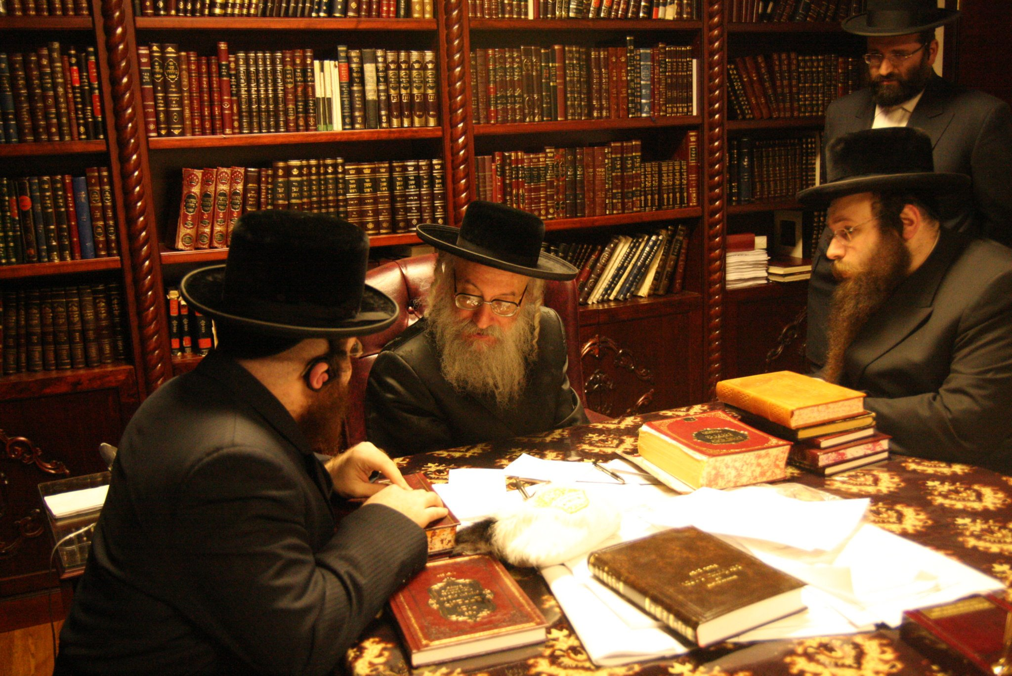 Masbia_Supporter__Vien_Rebbe__Rabbi_Asher_Anshel_Katz_Donating_to_Feed_the_Needy_2.jpg