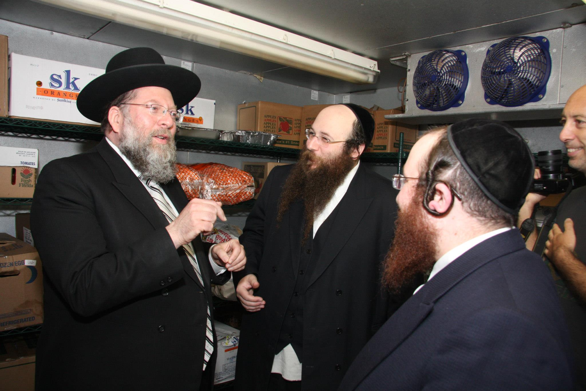 Masbia_Supporter__Rabbi_Moshe_Tuvia_Lieff_of_Agudath_Israel_Bais_Binyamin_Visiting_Masbia_of_Flatbush2.jpg