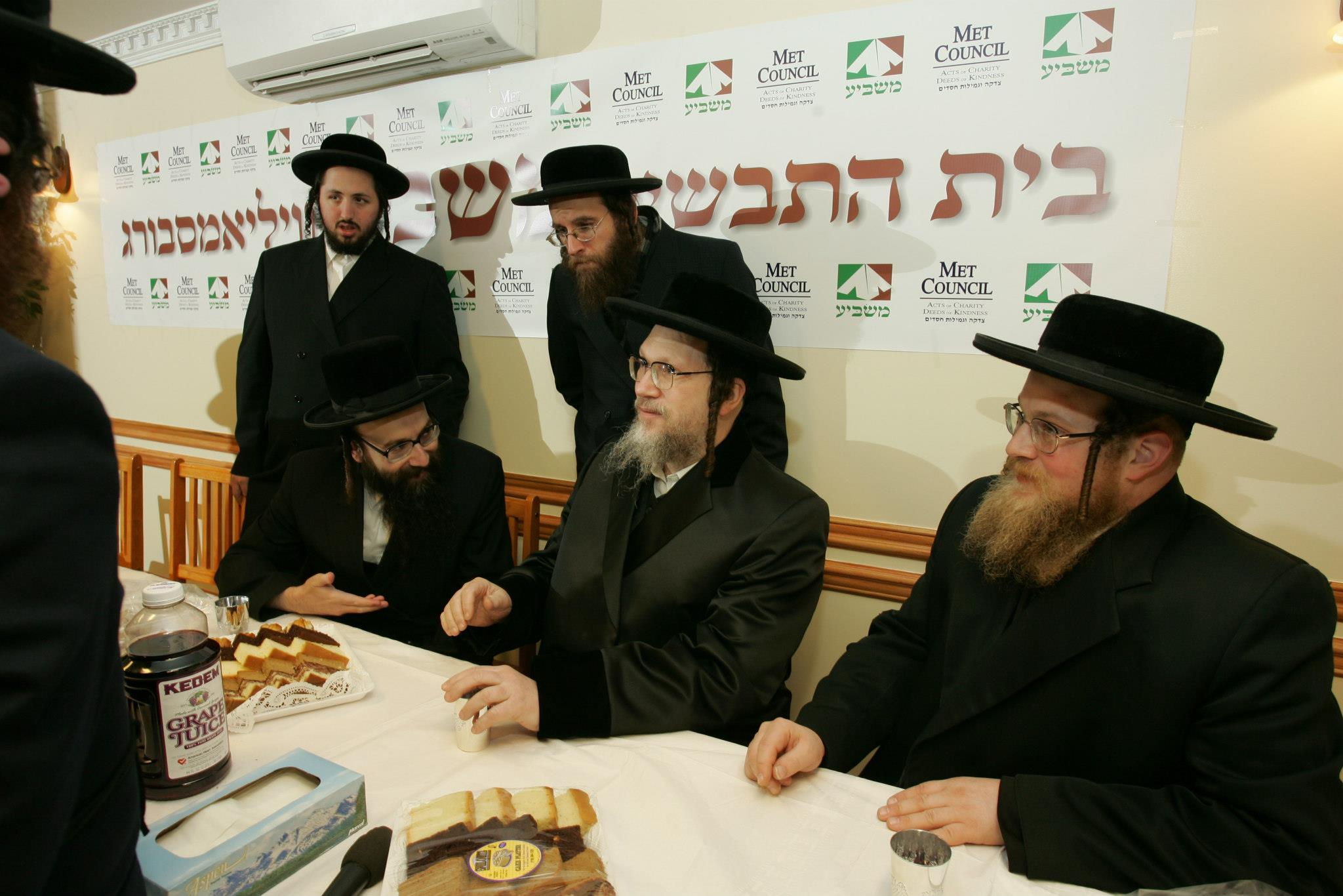 Masbia_Supporter__Galante_Rebbe__Rabbi_Yitzchok_Isaac_Menachem_Eichenstein__Visiting_Masbia_of_Williamsburg.jpg