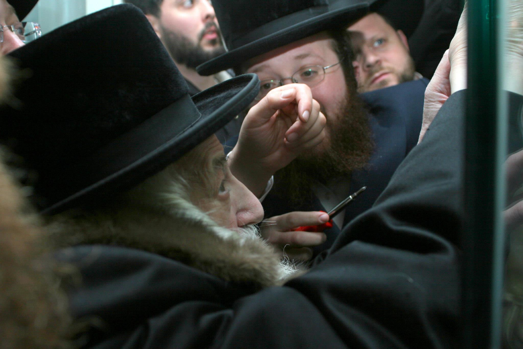Masbia_Supporter__Skulen_Rebbe__Rabbi_Israel_Abraham_Portugal_Affixing_the_Mezuzah_on_the_Front_Door_of_Masbia_of_Flatbush2.jpg