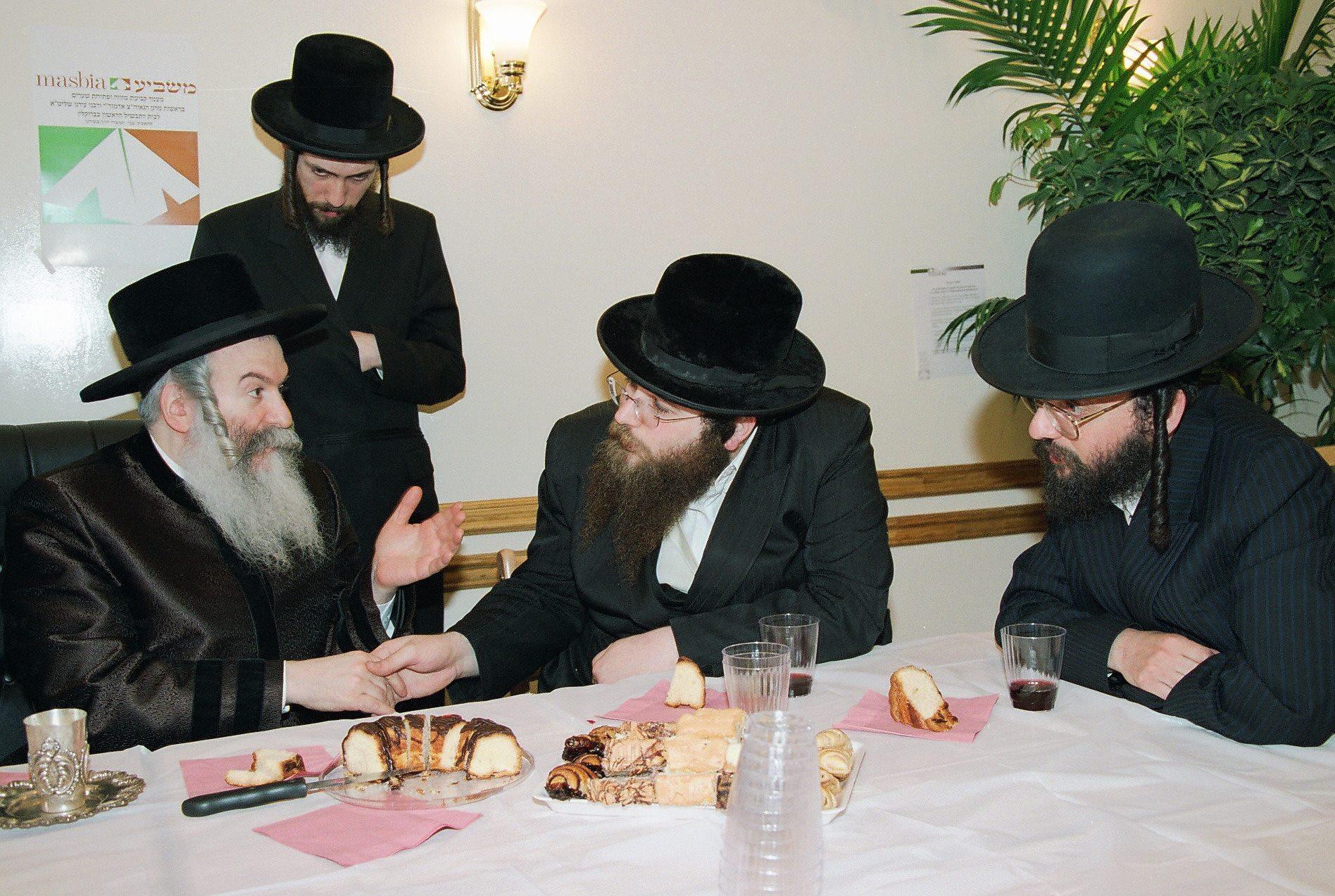 Masbia_Supporter__Bobover_Rebbe__Rabbi_Ben_Zion_Halberstam__Affixing_a_Mezuzah_at_Masbia_of_Boro_Park3.jpg