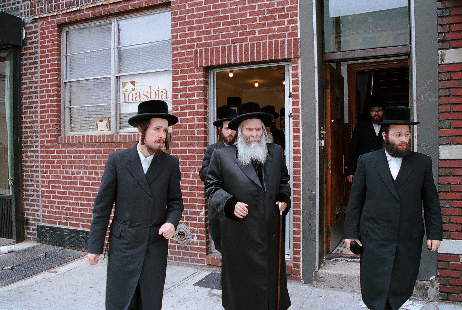 Masbia_Supporter__Bobover_Rebbe__Rabbi_Ben_Zion_Halberstam__Affixing_a_Mezuzah_at_Masbia_of_Boro_Park.jpg