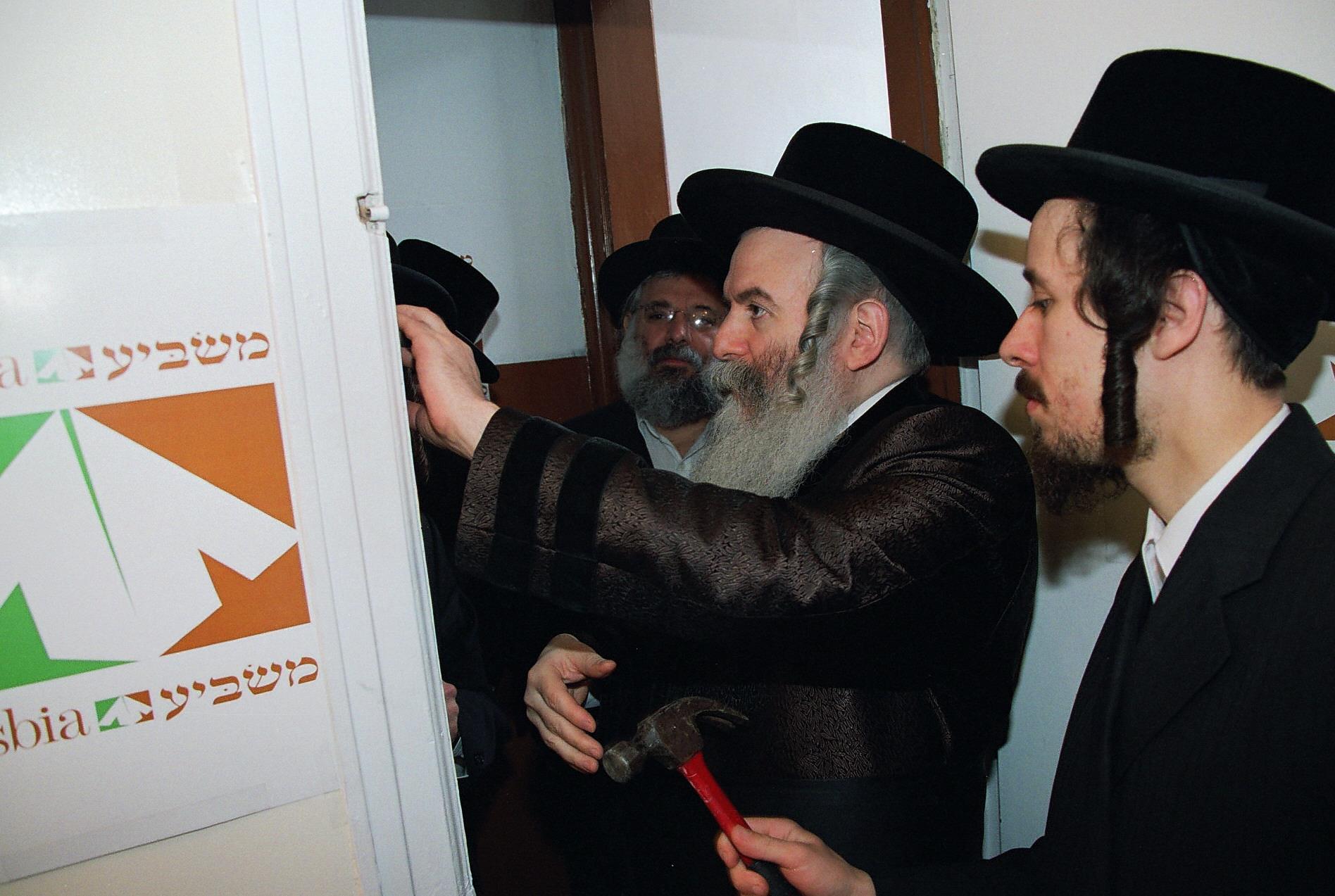 Masbia_Supporter__Bobover_Rebbe__Rabbi_Ben_Zion_Halberstam__Affixing_a_Mezuzah_at_Masbia_of_Boro_Park1.jpg