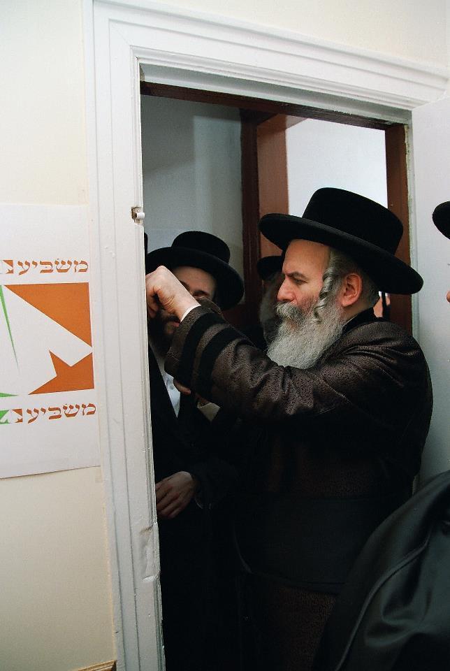Masbia_Supporter__Bobover_Rebbe__Rabbi_Ben_Zion_Halberstam__Affixing_a_Mezuzah_at_Masbia_of_Boro_Park5.jpg