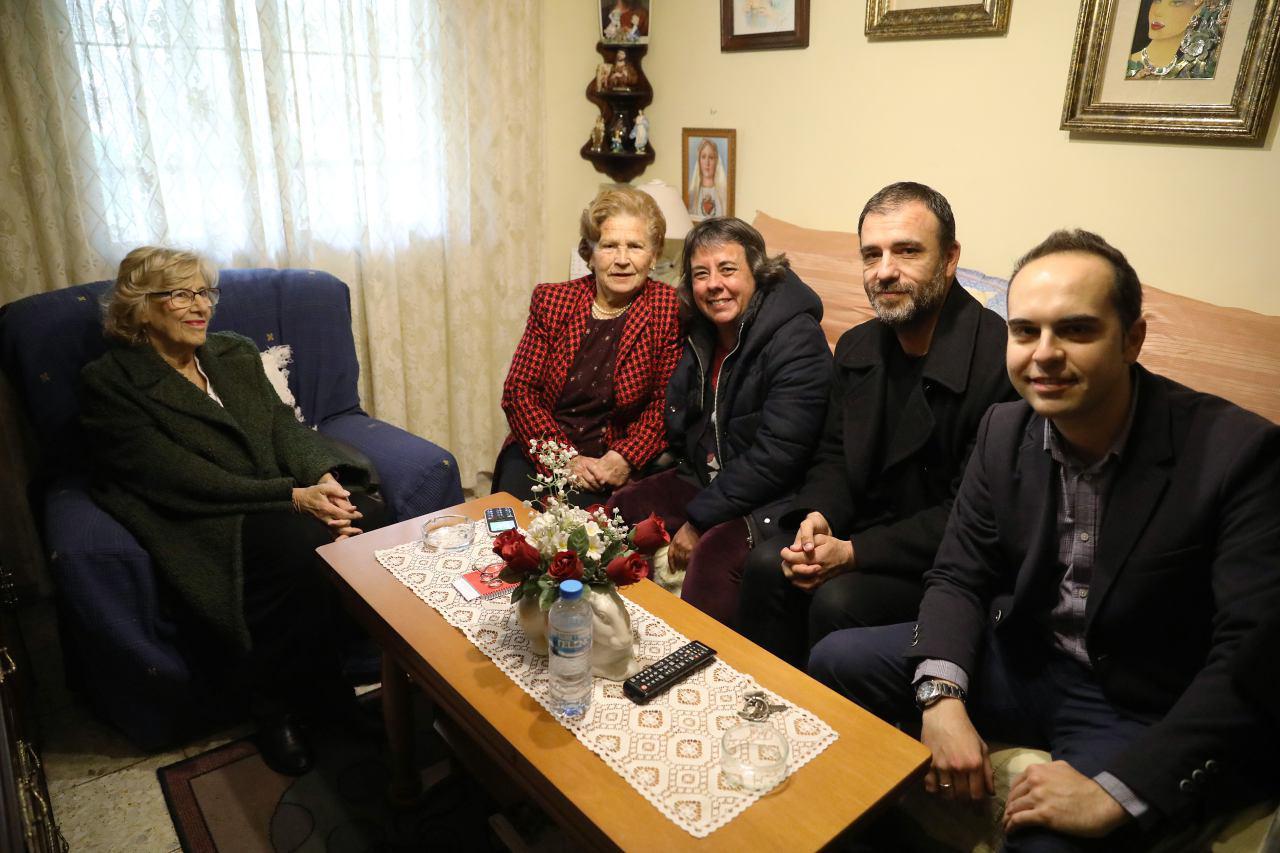 Carmen abre las puertas de su casa a Manuela Carmena, Marta Gómez, Nacho Murgui y José Manuel Calvo