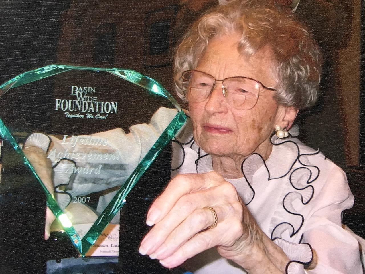 Susan_Luckie_Reilly_BWF_award.jpg