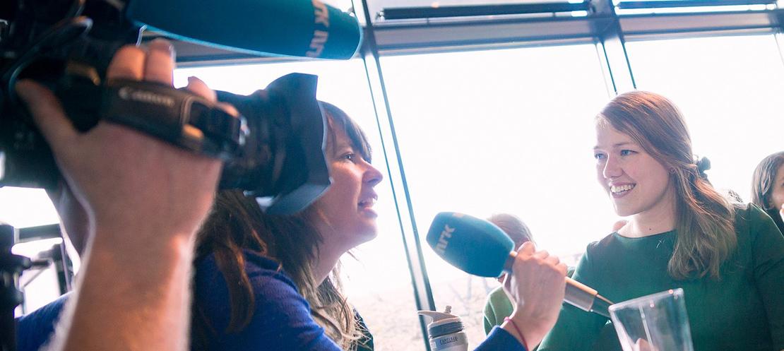 Une Bastholm intervjues av NRK
