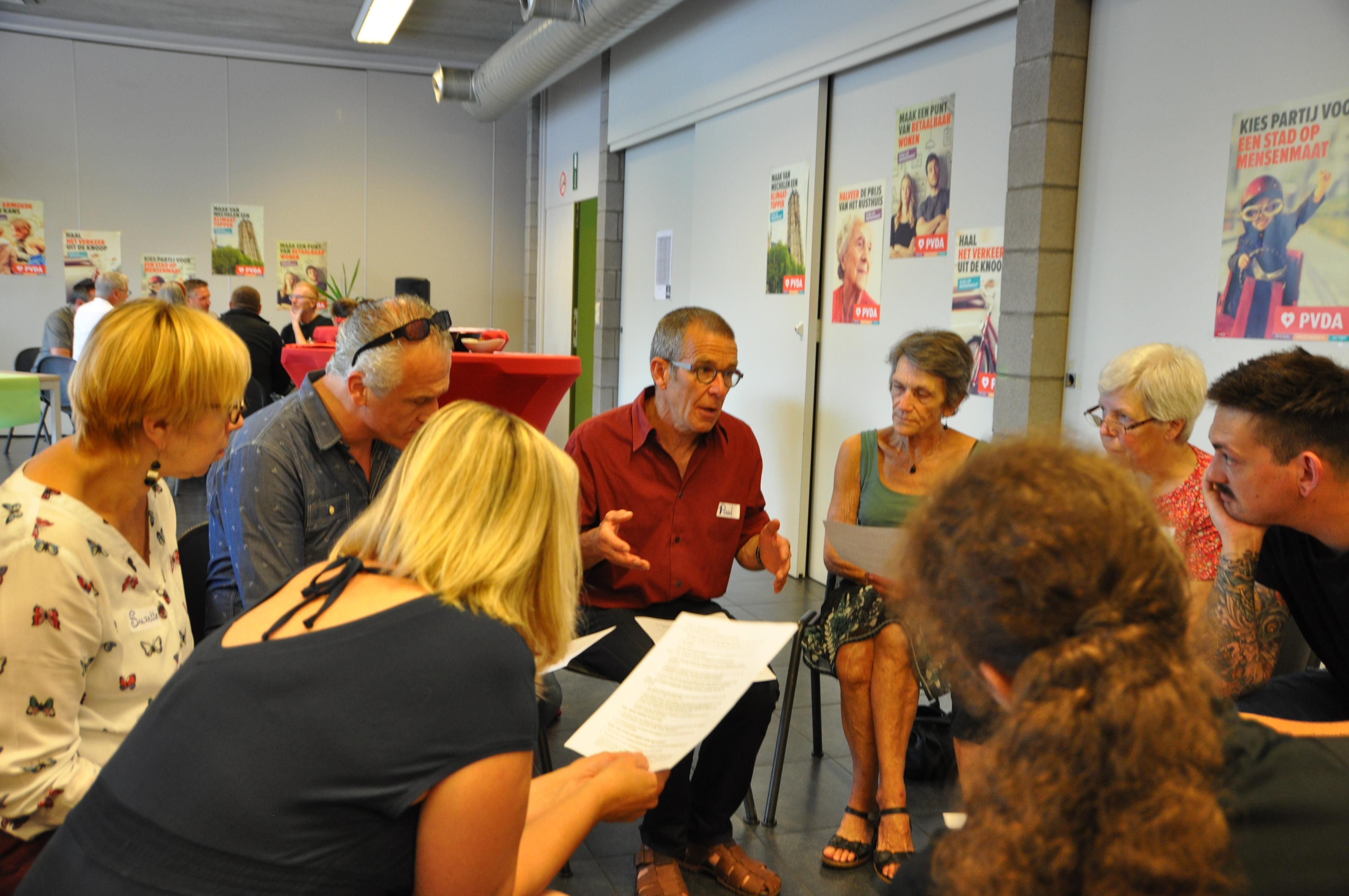 Paul Van Aelst stelt het programma rond mobiliteit en groene stad voor.
