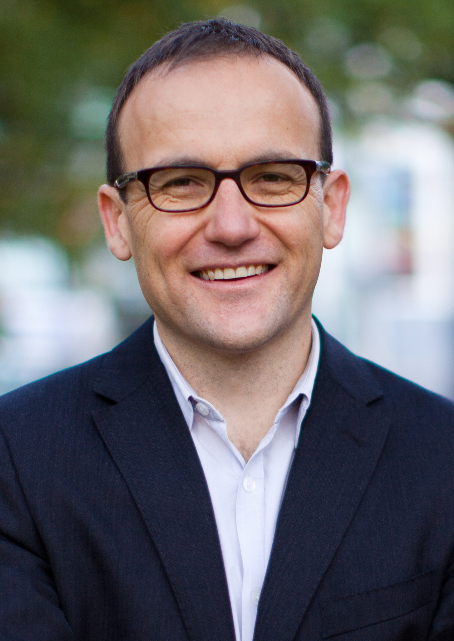 Adam_Bandt_2013Campaign_Photo_OFFICIAL.jpg