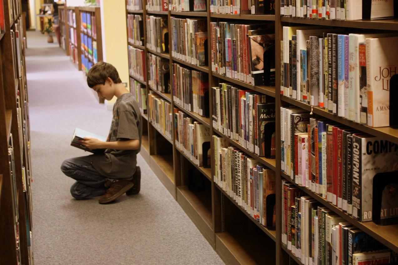greg_seguin_library_2011-e1380561222253.jpg