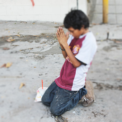 street_kid_praying.jpg