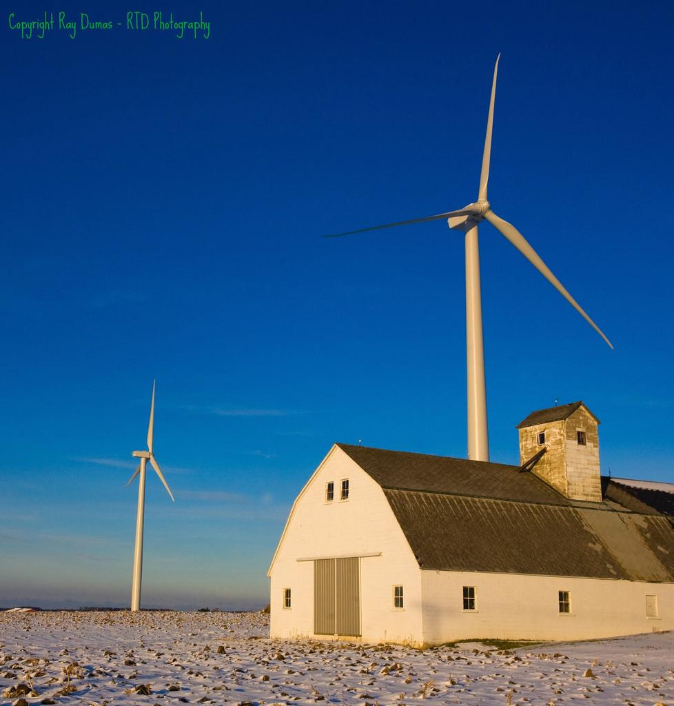 wind-farm-near-Ubly-978x1024.jpg