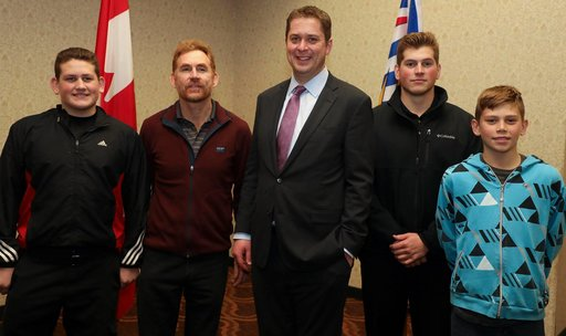 Andrew Scheer meets local families