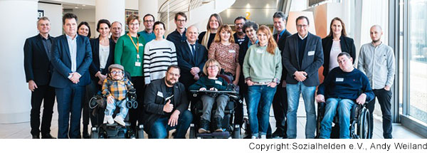 Gruppenbild der Teilnehmer des Runden Tisches zum Thema Ausbildung und Inklusion