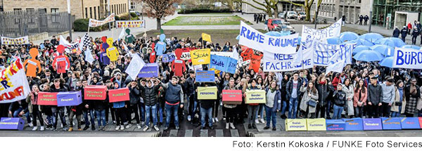 Foto von demonstrierenden Schülern