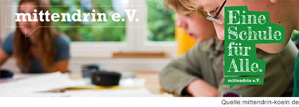 """Schüler im Klassenzimmer mit Schriftzug """"Eine Schule für alle"""" und Logo des mittendrin e.V.s"""