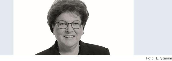 Schwarz-Weiß-Portrait von Barbara Stamm, Landtagspräsidentin a.D. und Landesvorsitzende der Lebenshilfe Bayern.
