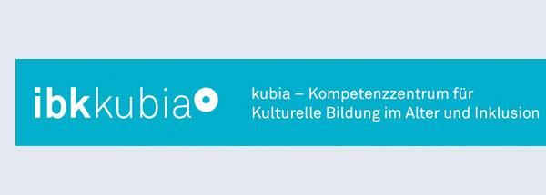 Ibk-kubia-Logo weiß auf blauem Balken. Daneben steht der Text:  kubia- Kompetenzzentrum für Kulturelle Bildung im Alter und Inklusion.