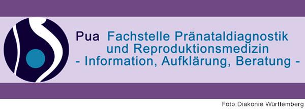 Lila Banner mit kreisförmigem Logo, das eine schwangere Frau in abstrahierter Form darstellt. Daneben steht der Schriftzug: Pua – Fachstelle für Pränataldiagnostik und Reproduktionsmedizin – Information, Aufklärung, Beratung.