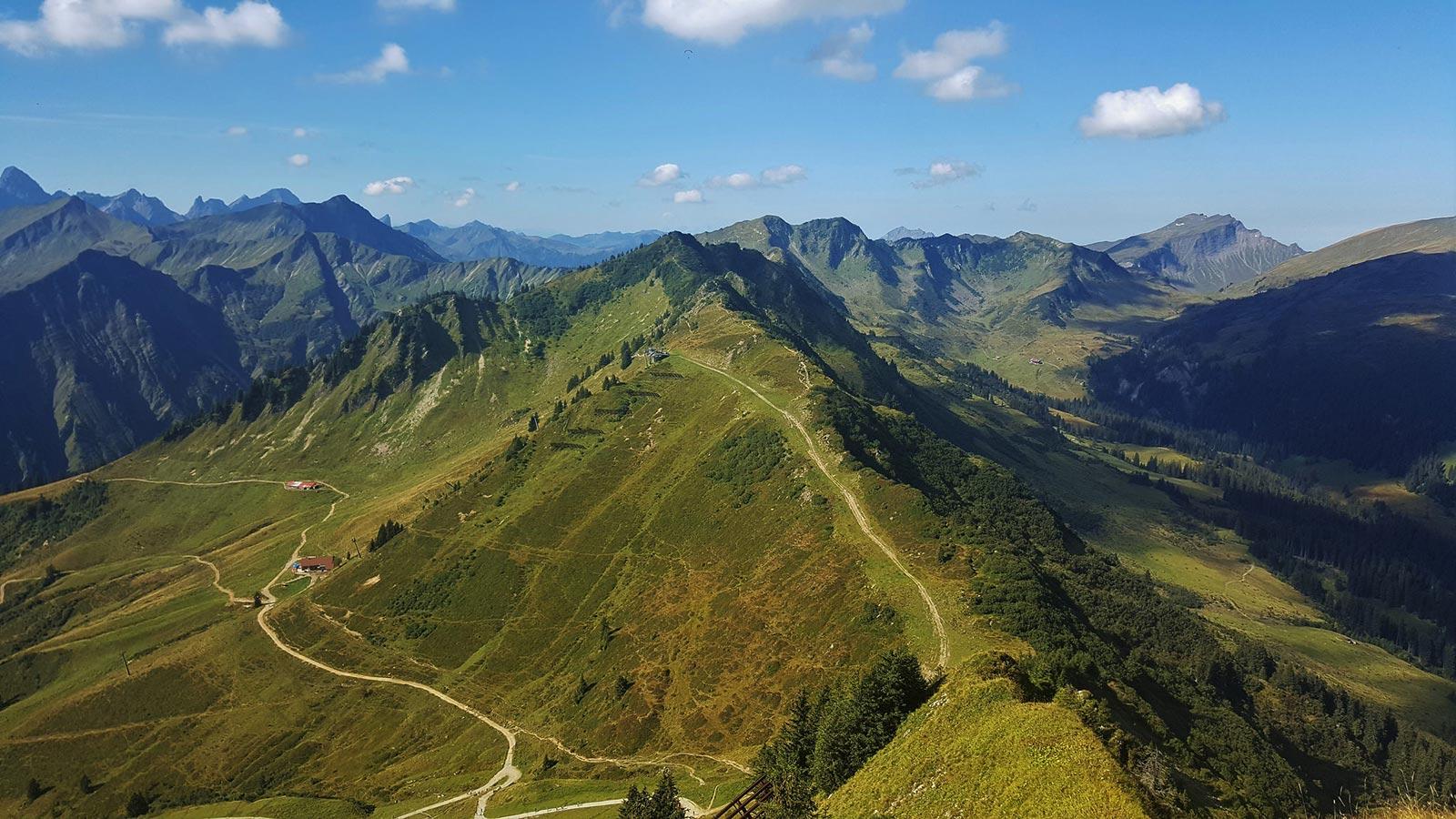 Panorama der Berglandschaft im Kleinwalsertal