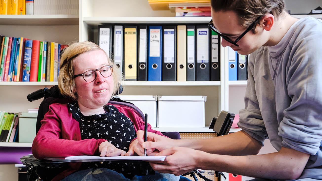 Anne Gersdorff als Erwachsene bei der Arbeit
