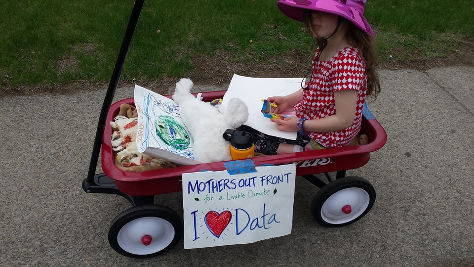 2017.04.29_Child_in_wagon_sign_I_heart_data.jpg