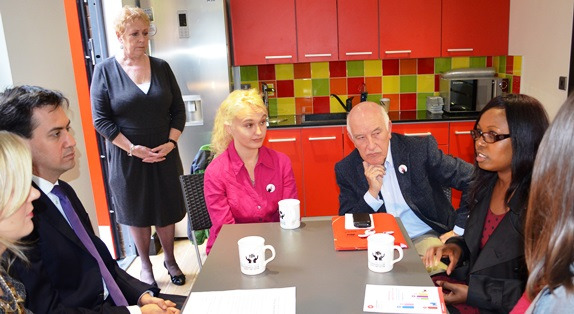 Ed_Miliband_meeting_with_Sharkstoppers_activists.jpg