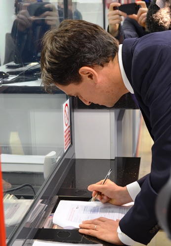 Ed_Miliband_signs_up_to_a_credit_union.jpg