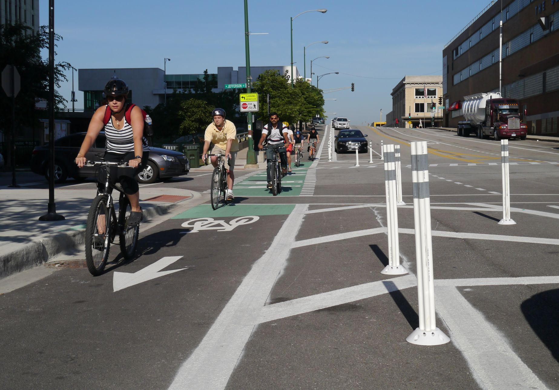 Bollard_protected_bike_lane_Chicago_Kinzi_(Active_Transportation_Alliance).jpg