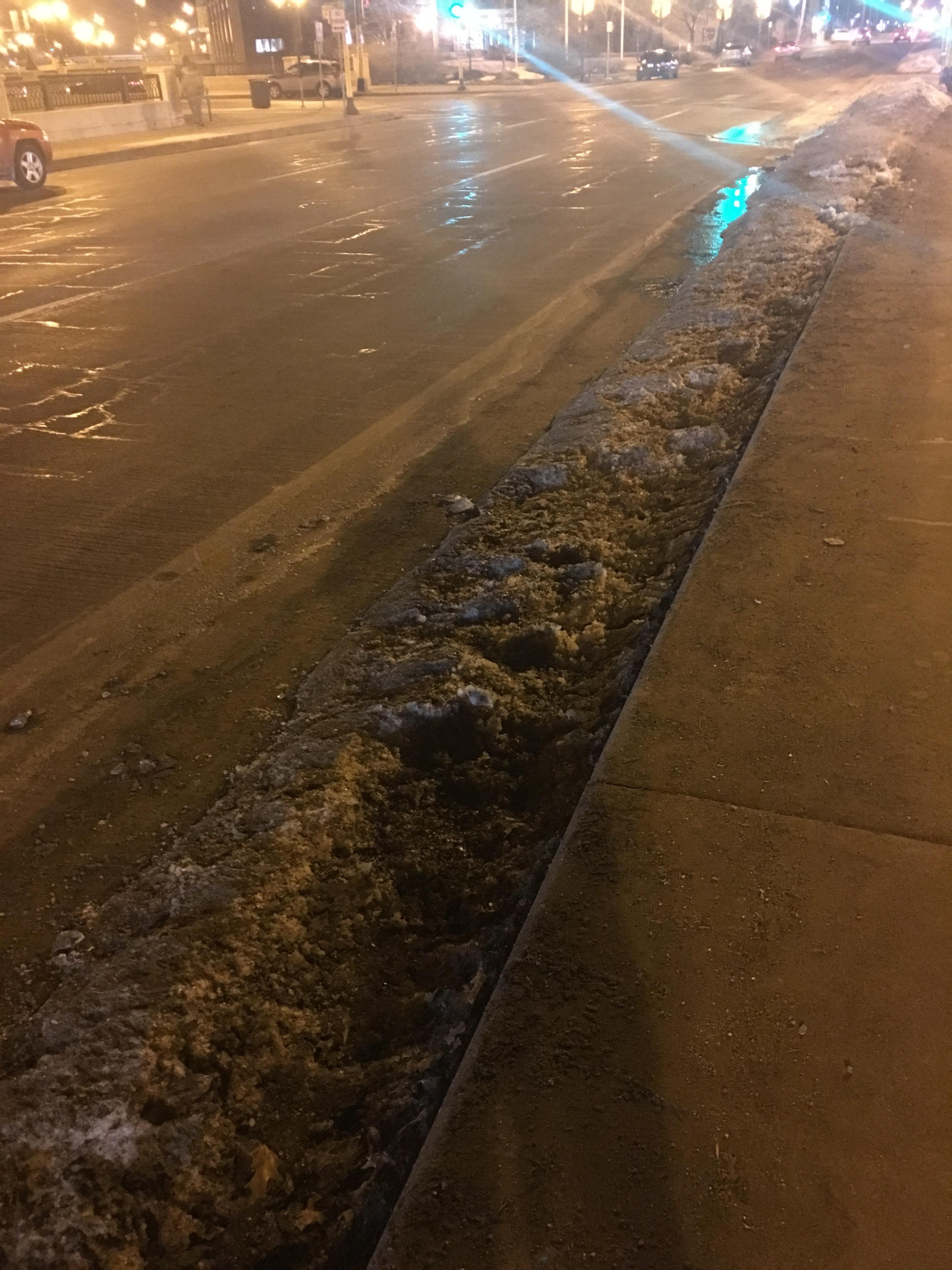 Ice_snow_in_bike_lane_University_Ave_(Chris_Lautenschlager).jpg
