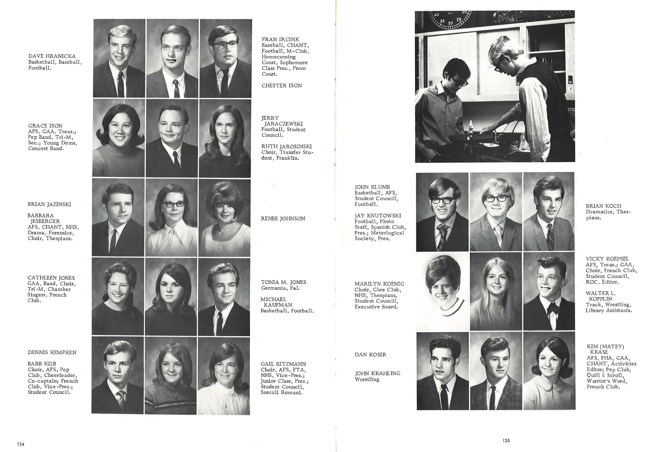 1970_Yearbook_124-125.jpg