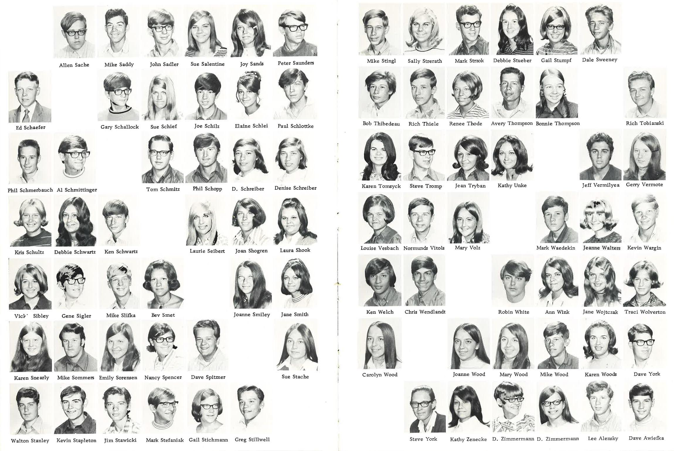 1971_Yearbook_46-47.jpg