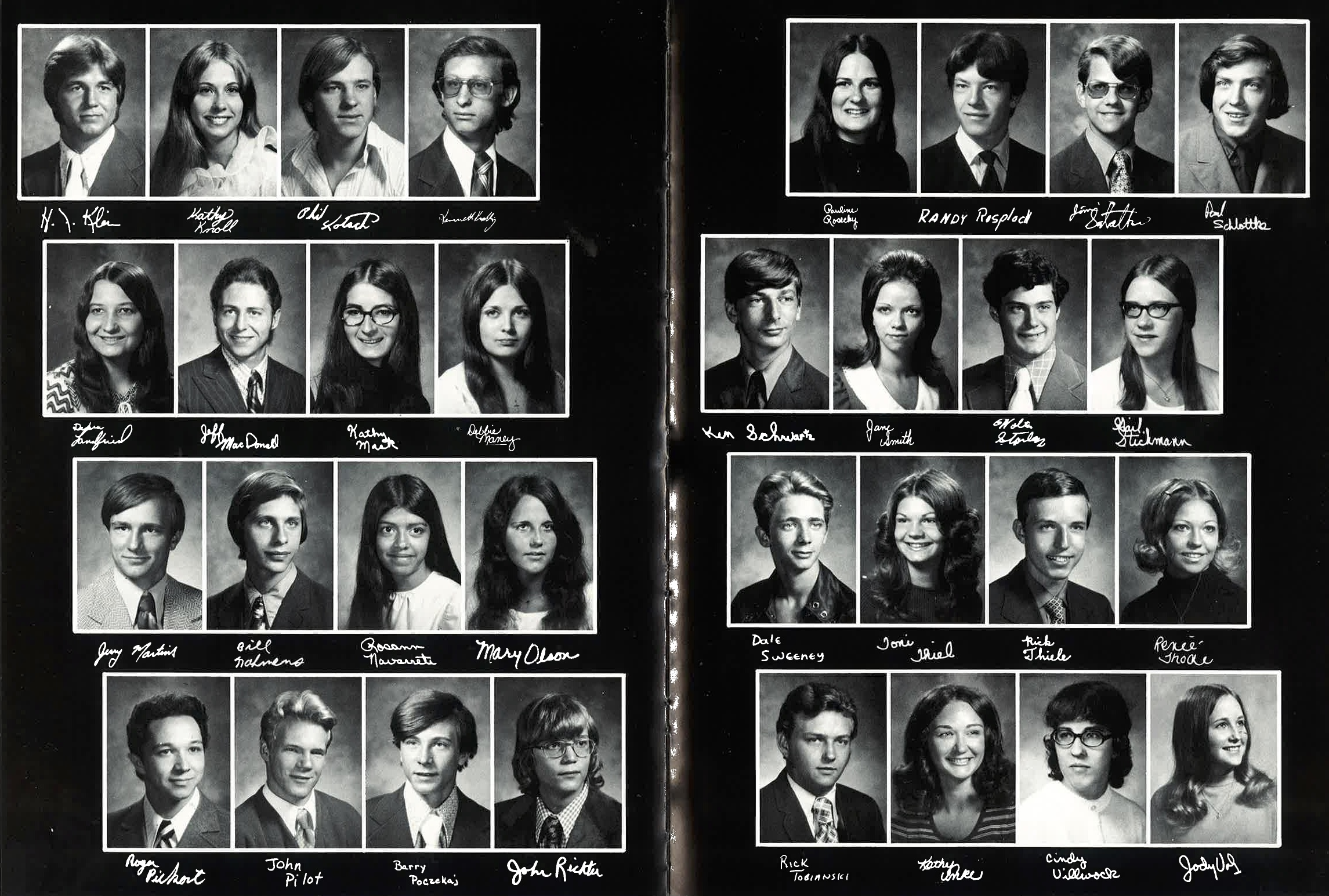 1973_Yearbook_76-77.jpg