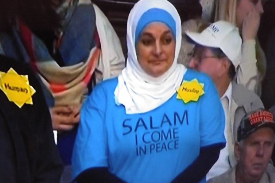Muslim_lady_in_Trump_rally.jpg
