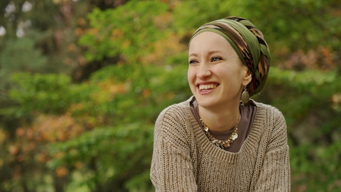Andrea Grinberg is a Jewish-Canadian woman who chooses to wear a tikhl. She is the creator and administrator of the blog https://wrapunzel.wordpress.com for women who choose to wrap their hair. Photo: courtesy of Andrea Grinberg
