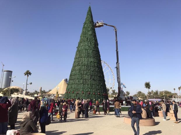 baghdad-christmas-tree-muslim.jpg