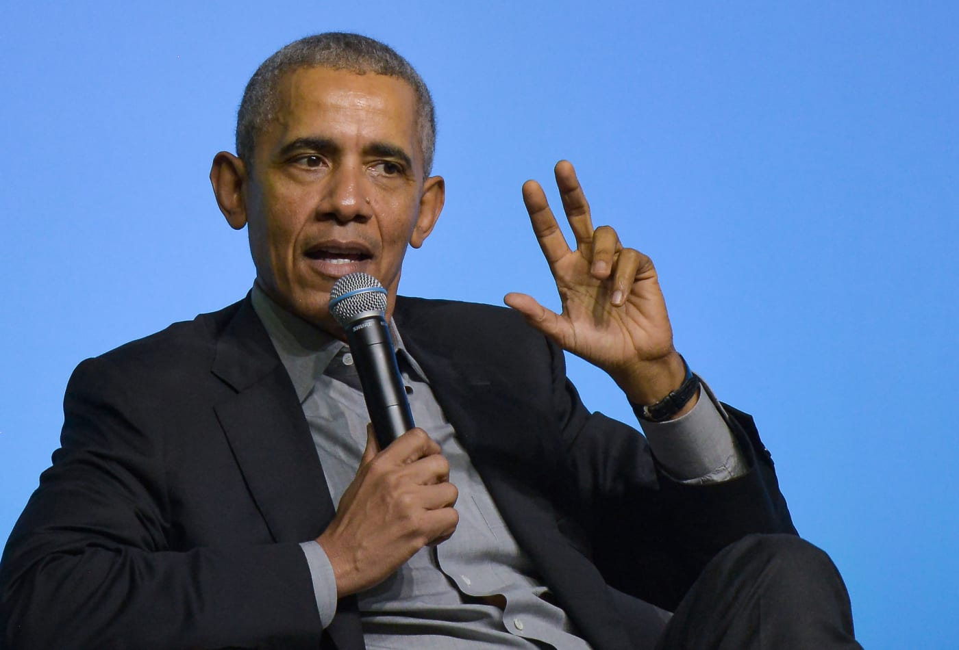 Barack Obama delivers impassioned speech to a crowd of youths during Malaysia trip