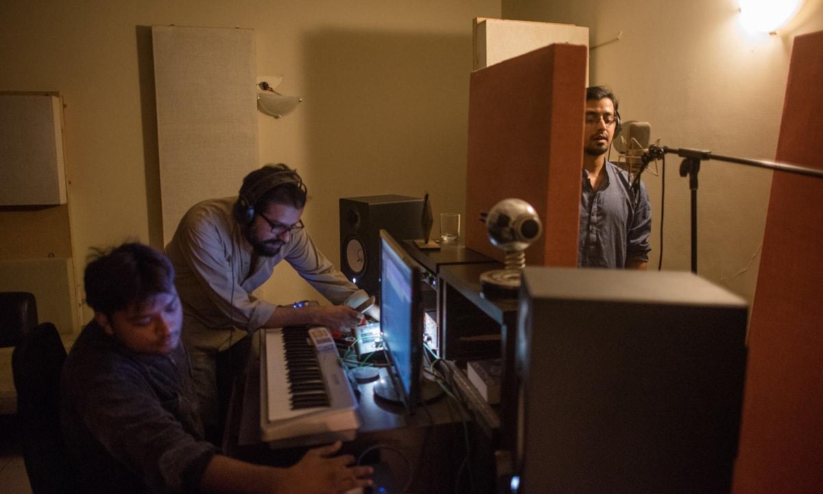 Ali Suhail records backup vocals for Ntasha Humera Ejaz's song at the studio of Omran Shafique (centre) of Mauj   Mohammad Ali, White Star