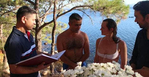 German-Turkish couple gets married in swimsuits in Turkey's northwest
