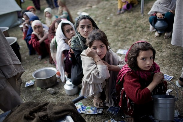 swat-buner-lower-dir-pakistan-army-taliban-imperialism-war-idp-camps.jpg