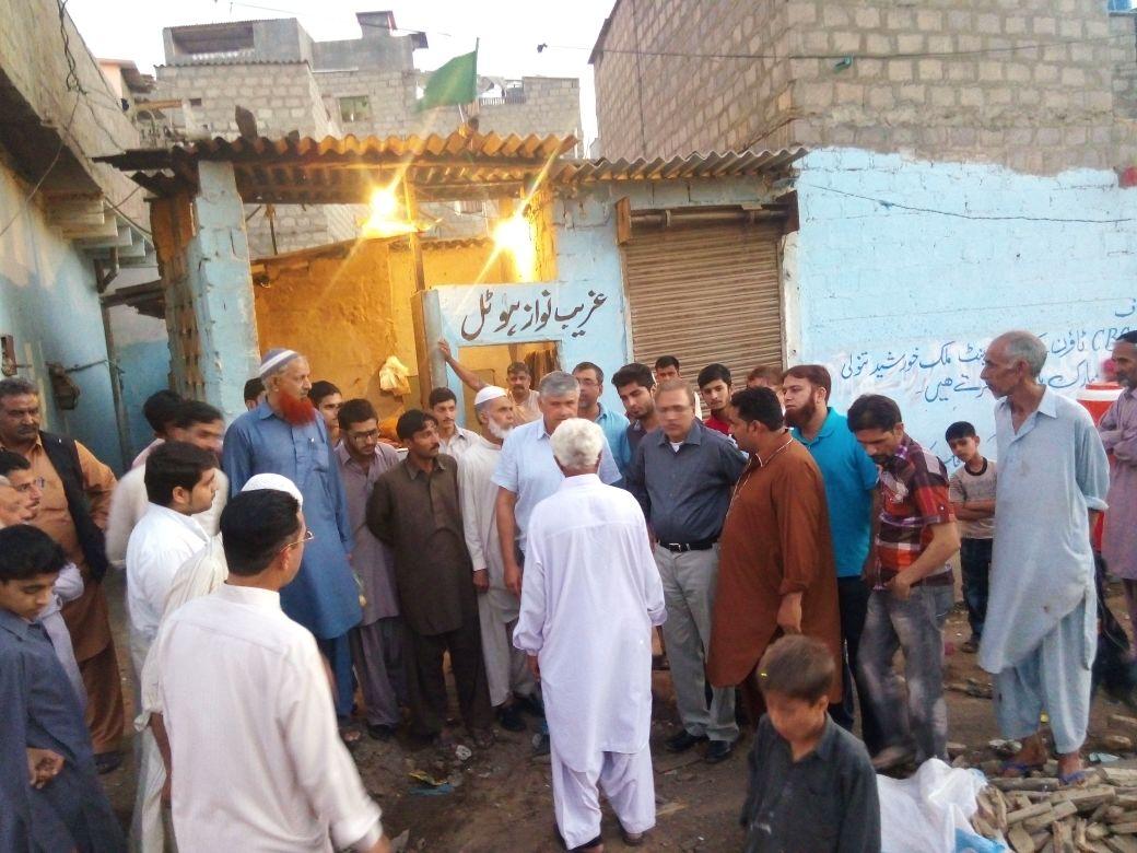GharibNawaz_Hotel_Crowd.jpg