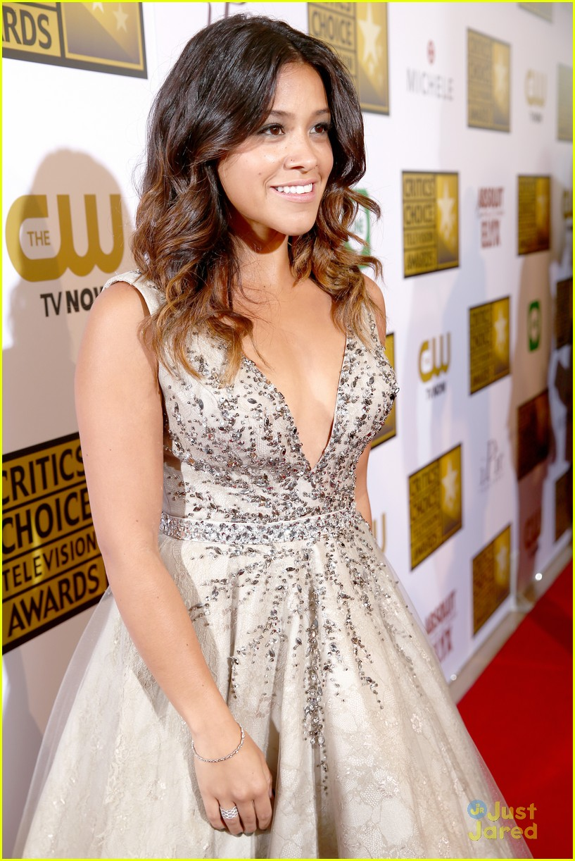 gina-rodriguez-critics-choice-tv-awards-04.jpg