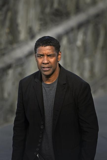 455719284-actor-denzel-washington-poses-for-photographers-after.jpg.CROP.rtstoryvar-medium.jpg