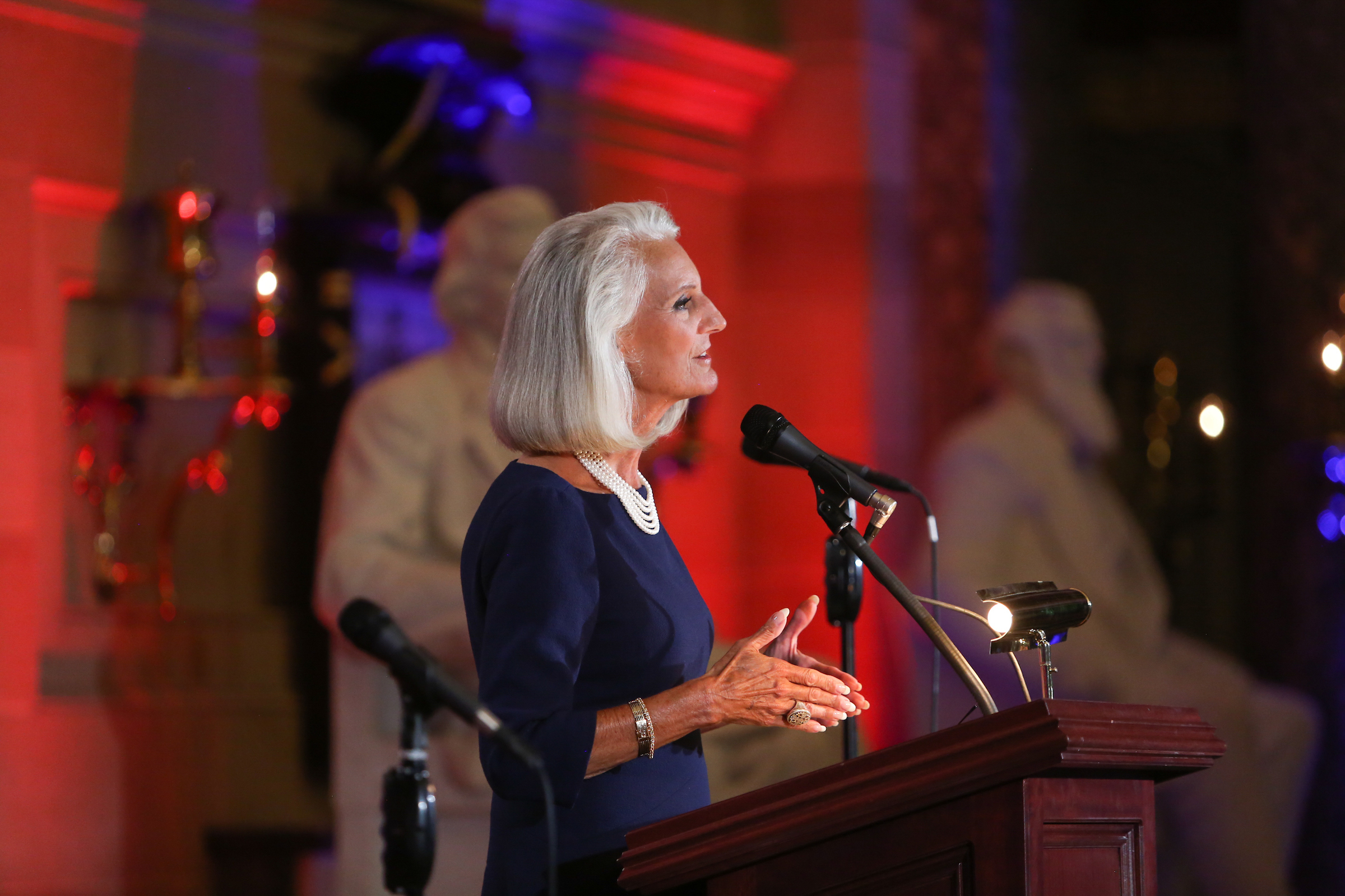 Anne_Graham_Lotz.jpg