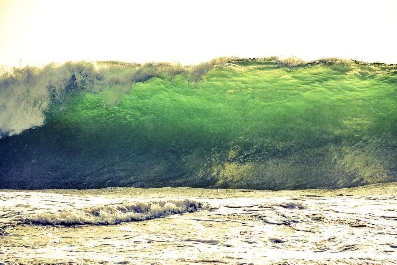 tsunami-3638845_1280.jpg