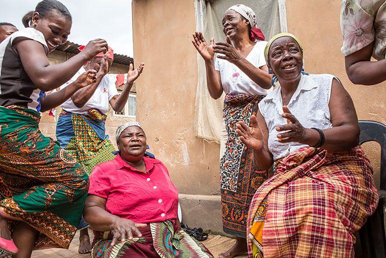 mozambiqueWomenRecycleProgram.jpg